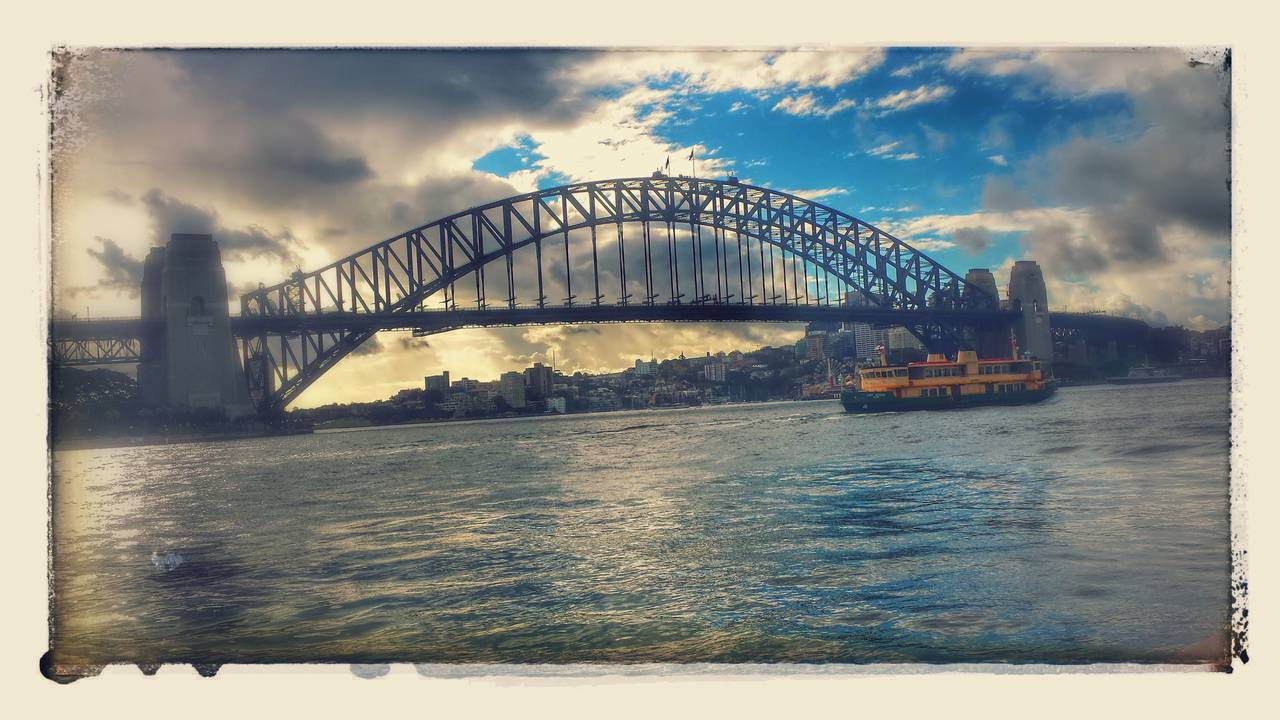 [IMG]http://www.bargiornale.it/wp-content/uploads/sites/4/2015/12/Sydney-Harbour-Bridge-.jpg[/IMG]