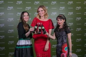 Annalisa Fabbri, Filippa Lagerback e Evguenia Stoitchkova brindano con Coca-Cola Life al Teatro Vetra di Milano.