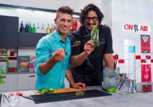 Il bartender Bruno Vanzan con lo chef Alessandro Borghese