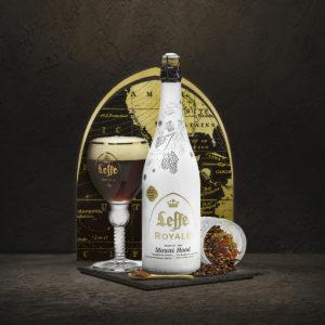 Leffe Royale Mount Houd, birra belga dal gusto intenso di caramello e chiodi di garofano in bottiglia 33 cl e 75 (in foto) con l'apposito calice di degustazione (ab-inbev.com).