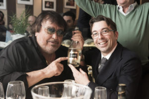 Un momento scherzoso tra Umberto Smaila e Stefano Bottega.