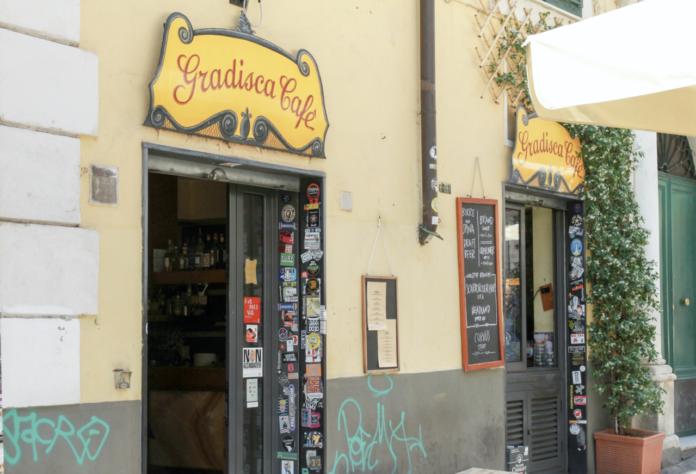 Il gradisca café di genova bar di quartiere di giorno cocktail bar