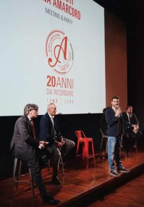 il ceo Andrea Bagli presenta i risultati di Birra Amarcòrd sul palco del Palacongressi di Riccione.