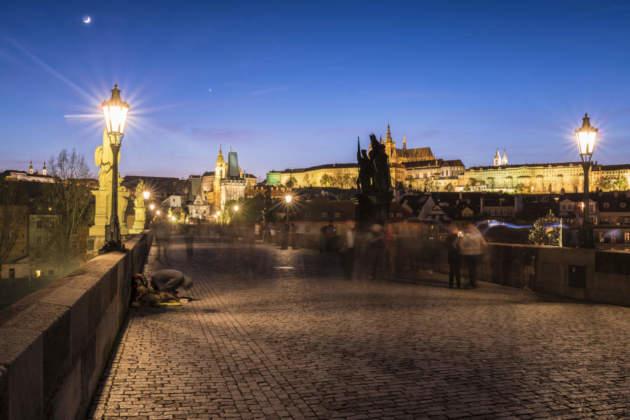"""Il """"magico"""" Ponte Carlo sulla Moldava a Praga by Mattia Bonavida."""