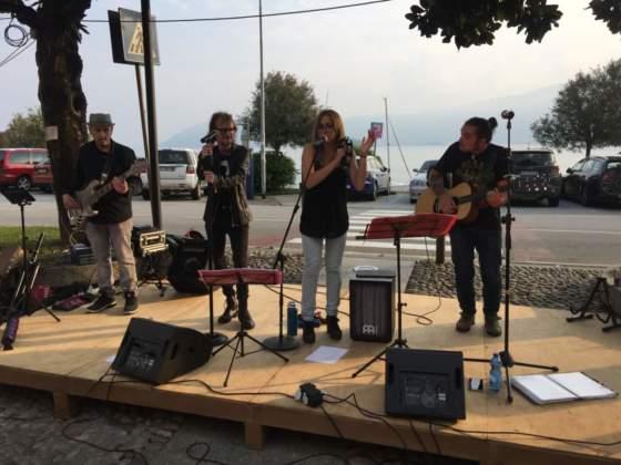 Esibizione del gruppo musicale Ants