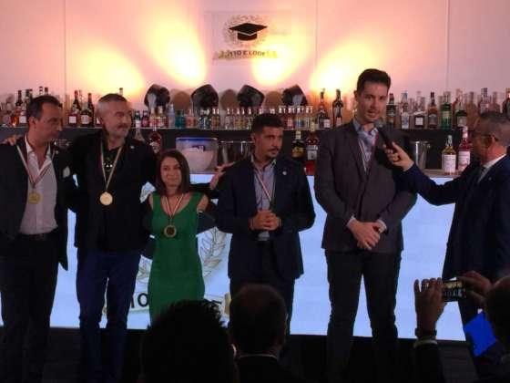 I bartender internazionali Order of Merit 2018: Maurizio Di Maggio, Michele Fiordoliva, Mariantonietta Varamo, Danilo Pozone, Luca Rapetti (manca Luca Coslovich) intervistati dal presentatore Spiridione Ripaldi.