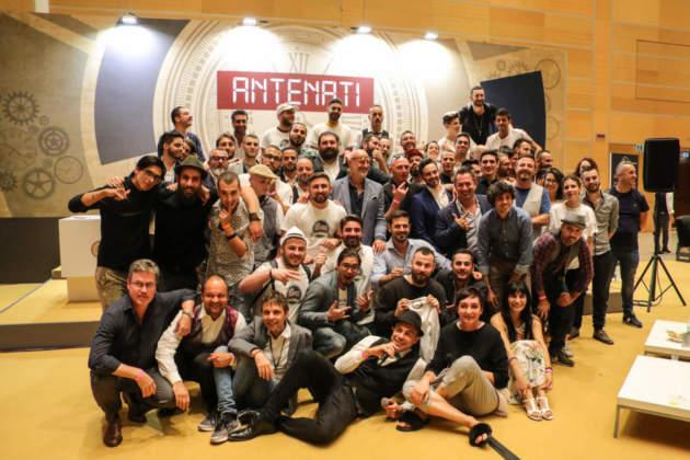 Foto di gruppo di finalisti, giuria, coach e organizzatori Baritalia Lab by Bargiornale