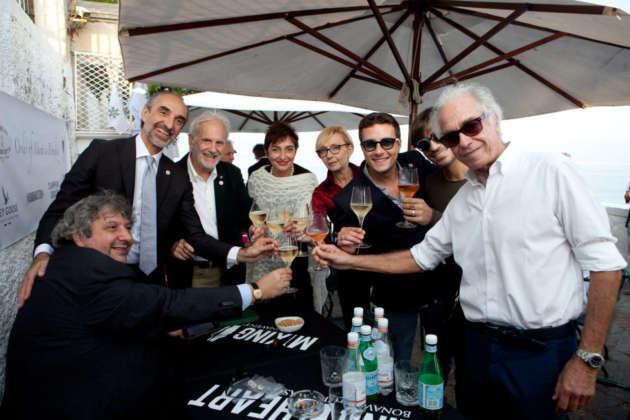 Brindisi di organizzatori e ospiti Al Faro Lounge Bar di Portofino.