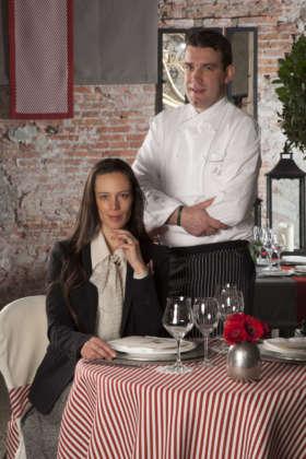 Cellina von Mannstein di Forst con lo chef Luis Haller al Felsenkeller temporary restaurant Forst di Lagundo (Bz)
