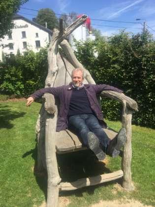 Maurizio Maestrelli in un momento di relax durante una recente visita alla Brasserie d'Achouffe, nota per la birra Chouffe e per essere punto di riferimento per gli elfi della foresta belga delle Ardenne