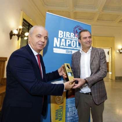 La presentazione di Birra Napoli 1919 con Luigi Serino (Birra Peroni) e il sindaco Luigi de Magistris.