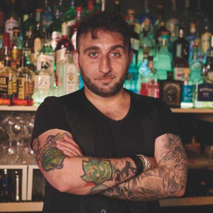 Il bartender Marco Riccetti
