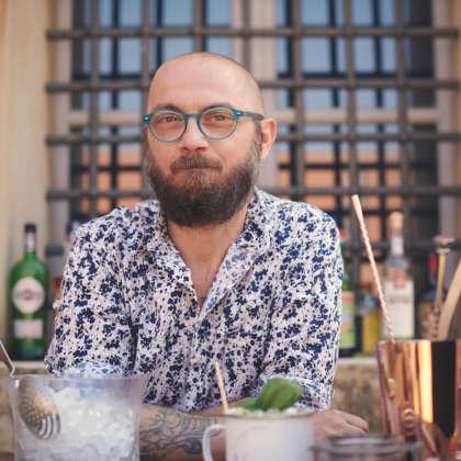 Il bartender Maurizio Sironi