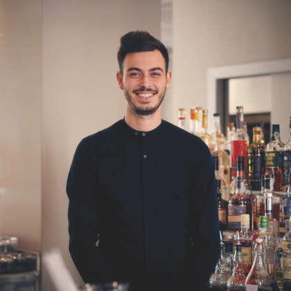 Il Il bartender Nicolò Raviglione