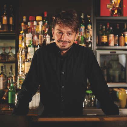 Il bartender Samuel Donnacuio