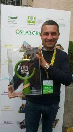 Vito Pagnotta, titolare del Birrificio Serrocroce mentre riceve il premio Oscar Green per l'innovazione 2018 di Coldiretti