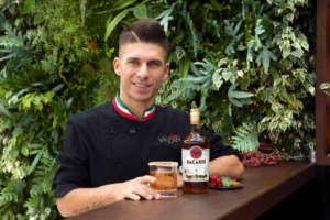 Il bartender campione Bruno Vanzan con il suo cocktail Old 4