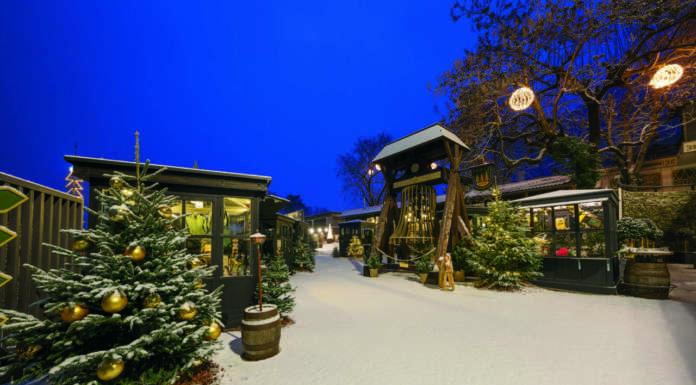 Gli stand della Foresta Natalizia Forst a Lagundo (Bolzano)