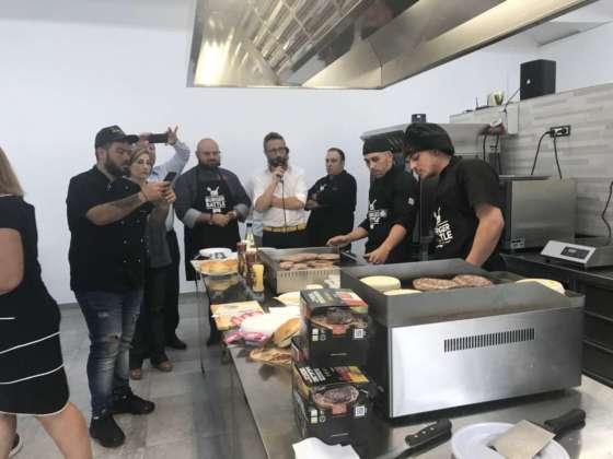 Concorrenti Burger Battle nella sede Adra, Atena Lucana-Sa