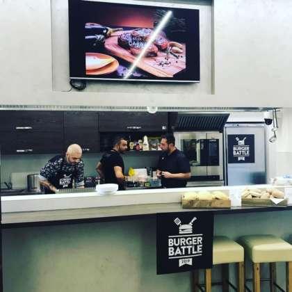 Concorrenti Burger Battle nella sede Baldi Carni, Jesi-An