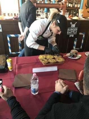 La concorrente Burger Battle Marianna Tiberio presso la sede Il Tucano Food Service, Popoli-Pe