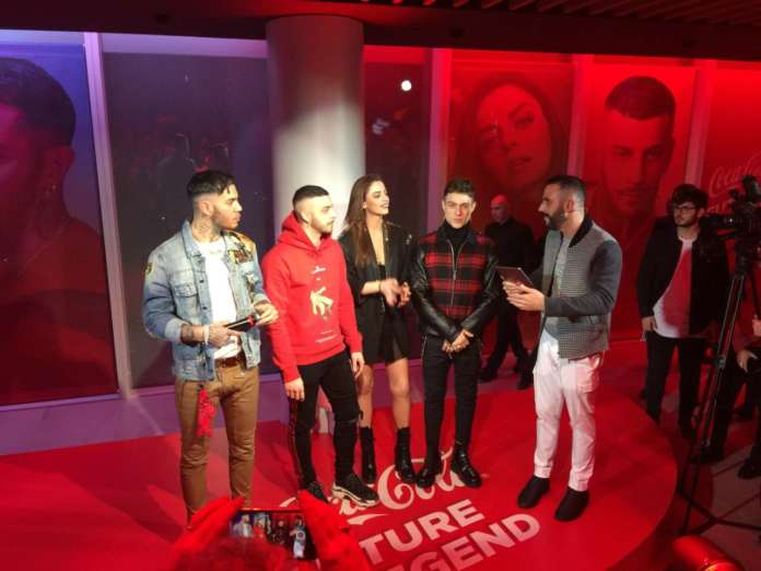 I quattro coach di Coca-Cola Future Legend: Emis Killa (rap), Charlie Charles (trap), Annalisa (soul) e Irama (pop) con un dj di Radio 105.