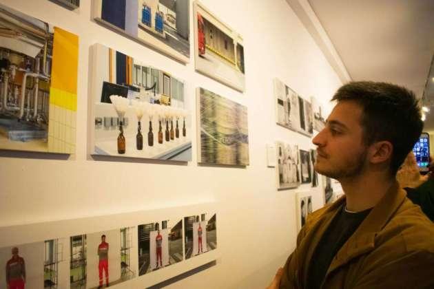 Un momento della mostra fotografica degli studenti IED Roma su Birra Peroni