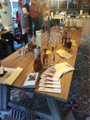 Tavolo d'assaggio dei brandy artigianali