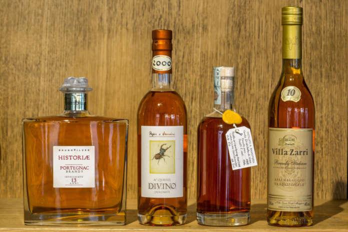 I magnifici quattro brandy artigianali: Historiae Brandy Portegnàc Pilzer, Acquavite Divino Pojer e Sandri, Capovilla 1998, Villa Zarri. Foto Mauro Fermariello