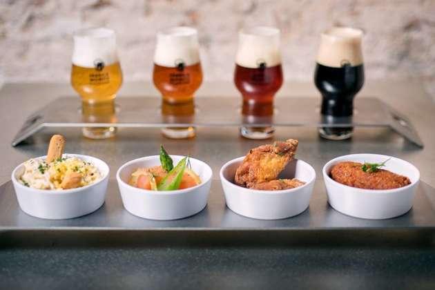 Stecca di quattro cervesas Moritz Barcelona con quattro tapas firmate Jordi Vilà
