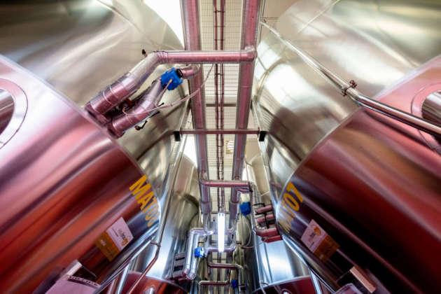 Moderni impianti di fermentazione del Birrificio Messina