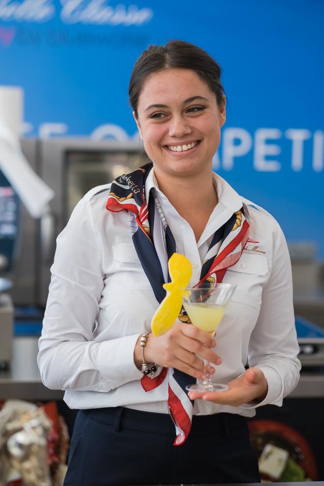 La seconda classificata Shirley Mortier con il cocktail La Libertad.
