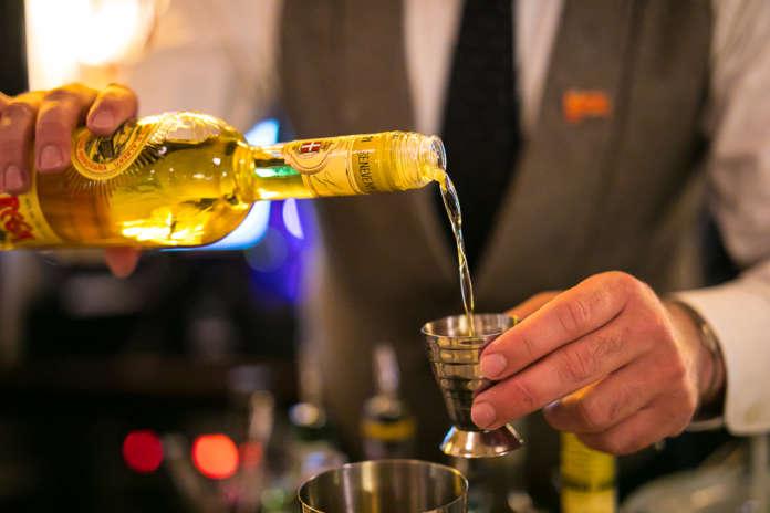 Liquore Strega sul banco bar. Foto courtesy Alberto Blasetti