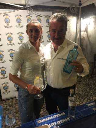 Martina Andorno e Adriano Ronco di Martini&Rossi con Sapphire London Dry Gin e Oxley Gin.