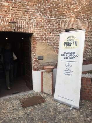 Ingresso al salone del convegno su Angelo Piretti 3 Luppoli Non Filtrata