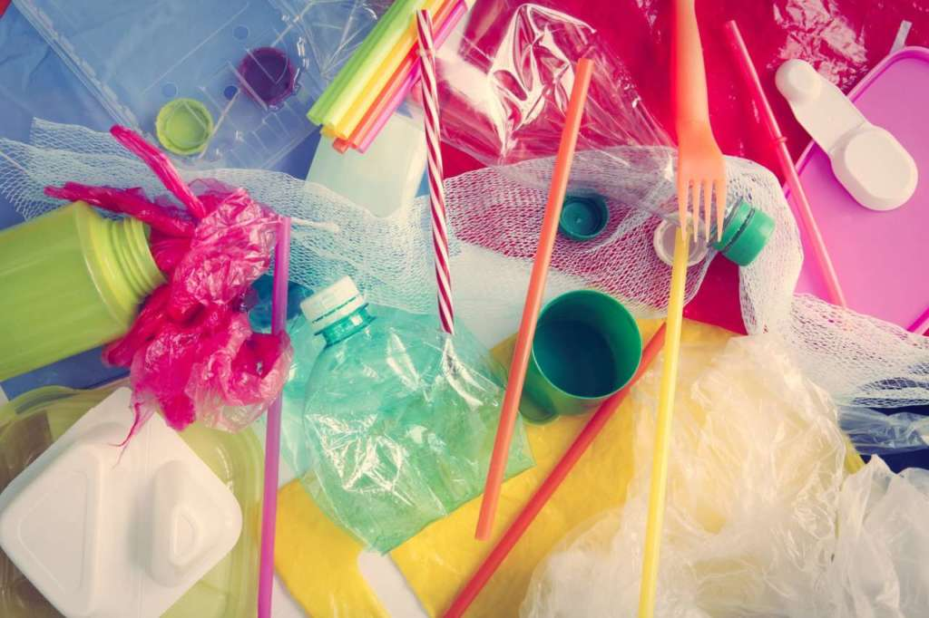 L'Europa dice stop alle plastiche monouso. Dal 2021