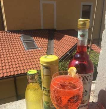 Cocktail ApeTass sui tetti della vecchia Milano