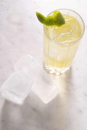 Cocktail Corn Milk Punch con ghiaccio Chunk Hoshizaki