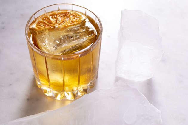 Cocktail Lady Old Fashioned con ghiaccio chunk Hoshizaki