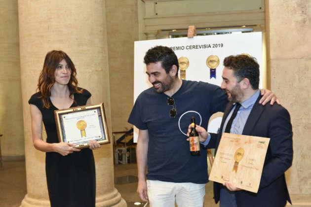Antonio Boco di Fabbrica di Birra Perugia riceve il Premio Eccellenza per birra Calibro 7