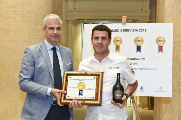 Mario Cipriano di Birra Karma riceve il Premio Cerevisia Birre di Frumento per il terzo posto di Cubulteria