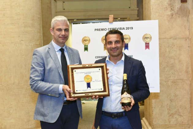 Viuto Pagnotta, titolare del Birrificio Serrocroce, riceve il Premio Cerevisia Birre di Frumento per il secondo posto di Granum