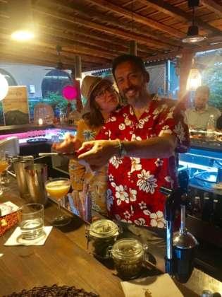Deboira Tarozzo con Edoardo Nono e il cocktail San Cristobal
