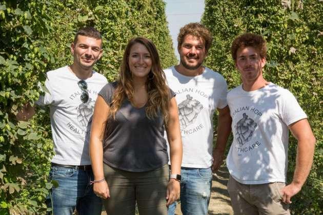Serena Savoca, mkt manager Carlsberg Italia, insieme con i soci IHC Eugenio Pellicciari e i fratelli Ludovico ed Eugenio Lucchi
