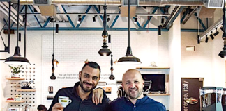 Francesco Masciullo e Francesco Sanapo al Marzocco Cafè di Seattle