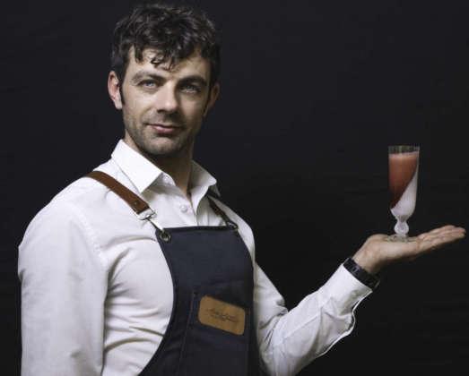 Davide Colombo di Casa Martini (Pessione) con il suo twist del cocktail Americano