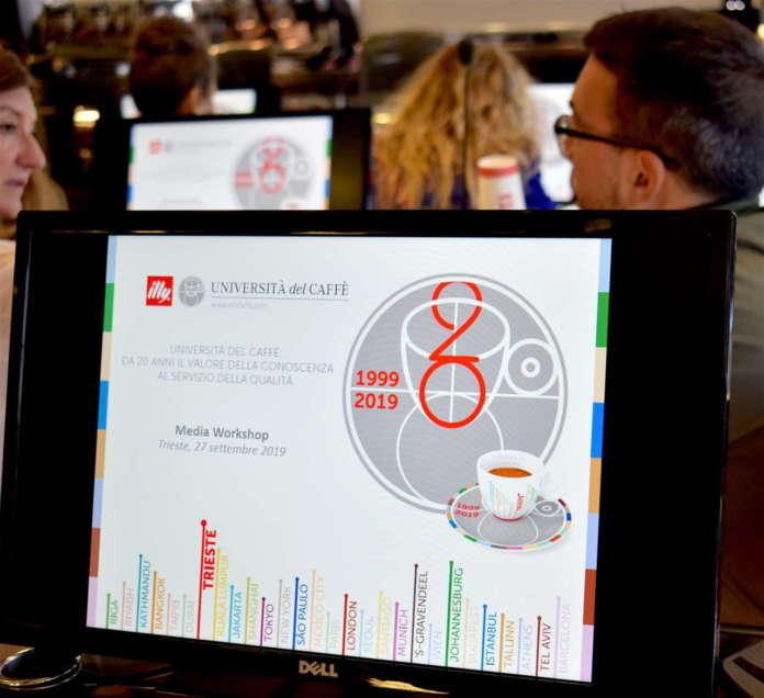 Monitor nell'aula multimediale dell'Università del Caffè