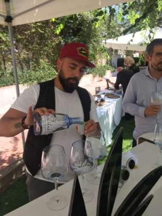 Ezio Canetti prepara Gin Mare Tonic
