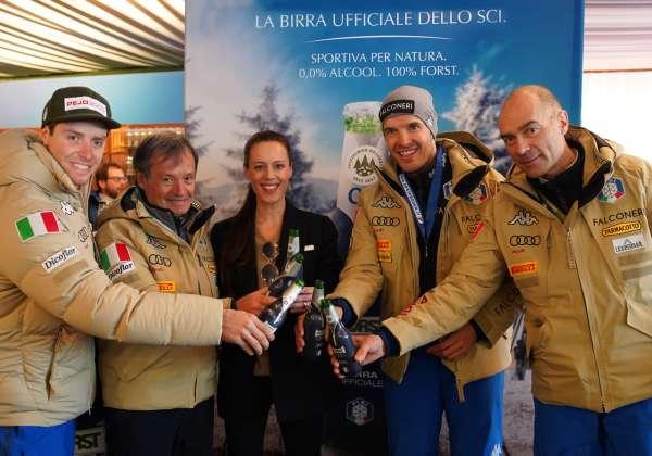 Da sinistra, il discesista azzurro Mattia Casse, il presidente Fisi Flavio Roda, Cellina von Mannstein di Birra Forst, il discesista azzurro Christof Innerhofer, il direttore sportivo Fisi Massimo Rinaldi.