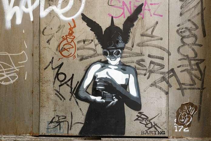 Un'opera di Sm172, street artist spagnolo. Questo graffiti si trova a Raval, uno dei centri delle notti di Barcellona